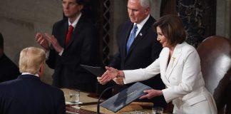 Trump tolak jabat tangan Pelosi