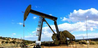 Persediaan minyak mentah AS meningkat